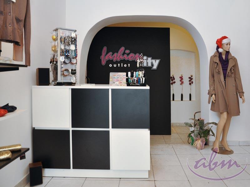 Aktualne Wyposażenie sklepu odzieżowego Brzesko 2010 OG23