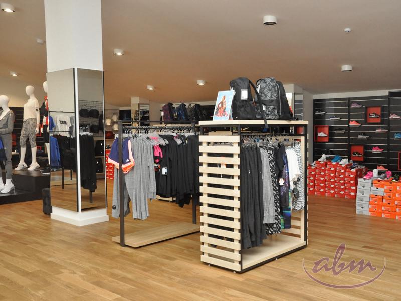 Oryginał Wyposażenie sklepu odzieżowego - 500 m2 | ABM UC85
